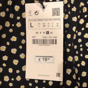 Zara Shorts - Zara Black Floral Skirt/Short